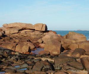 Les rochers de la côte de granit rose