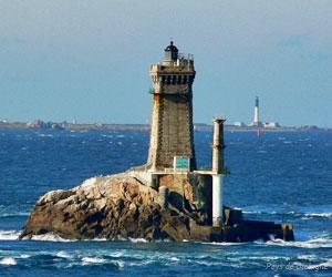 Le phare de la Vieille à l'extrémité de la pointe