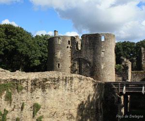 Châtelet d'entrée du château de Ranrouët